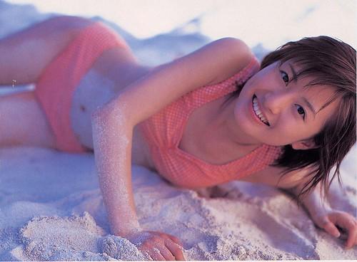 砂に寝転ぶかわいい松本まりか