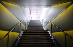 part XV (Toni_V) Tags: green station architecture stairs zurich perspective stairway hauptbahnhof 2008 mainstation hb d300 shopville toniv theperfectphotographer toniv 1685mmf3556gvr