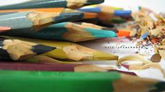 Famlia (nafts) Tags: macro verde azul canon cores laranja rosa nat amarelo lpis supermacro cor s5 restos colorido natlia apontador apontar raspas colorindo fluorescentes verdegua fcachenco naft nafts lpidedecor
