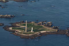 L'Ile vierge (Magali Deval) Tags: lighthouse france inflight brittany bretagne breizh phare envol ilevierge enezwerch
