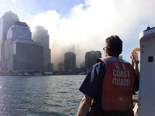 ההתקפה על התאומים. צילום: Coast Guard News, flickr