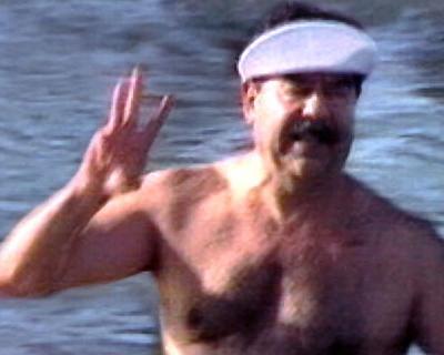 伊拉克獨裁強人總統海珊游泳 Swim