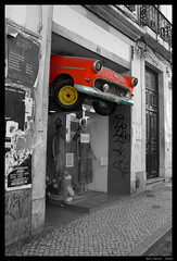 Lost Car (Ben Heine) Tags: show street city red newyork money art broken car yellow fun lost photography marketing fly klein magasin traffic crash pavement stones pierre taxi humor humour voiture tires commercial queue pollution half demi shopwindow unusual eighties tuning trade surrealistic perdu mafia frime vitrine trafic vitre pneus pavs spectacle drle devanture affiches propagande pav talage choppe samochod rocknrollbaby marrant cras embouteillage carosserie loufoque divis enjoliveurs hubertlebizay hubzay dividedintwo tapisvolantdestempsmodernes