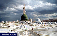Madinah Sharif (M.Ali Bhatti {trying to catch up with flickr}) Tags: city green sharif photo view islam holy dome saudi arabia sacred minarets islamic pak madinah