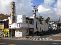 Side view, former Queen Theater, Kaimuki, Honolulu (Joel Abroad) Tags: building architecture hawaii theater queen honolulu kaimuki