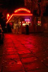 Näckrosgrillen (Jens Dahlin) Tags: red color colour reflection wet rain night reflections dark evening neon fastfood grill shutter solna korvkiosk filmstaden råsunda näckrosen snabbmat 1855mmf3556gii gamlafilmstaden näckrosgrillen