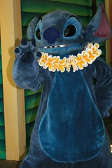 WDW Sept 2008 - Meeting Stitch