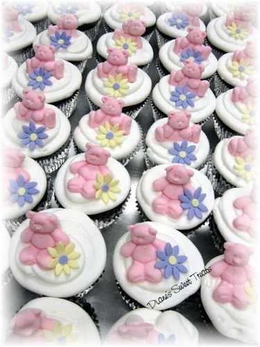 cupcakes with teddy bears