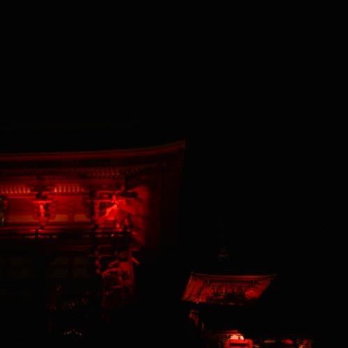 【写真】清水寺のライトアップ2〜仁王門と三重塔