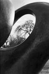 Moore at Kew (Barbara Rich) Tags: england blackandwhite sculpture kewgardens london film monochrome kew 35mm geotagged delta100 royalbotanicgardens henrymoore doubleoval mooreatkew geo:lat=51482773 geo:lon=029264