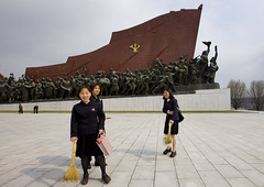 Girls cleaning in Grand Monument on Mansu Hill - North Korea (Eric Lafforgue) Tags: pictures travel woman girl asian photo women war asia picture korea clean kimjongil asie coree journalist journalists northkorea  dprk coreadelnorte juche kimilsung nordkorea lafforgue  ericlafforgue   coredunord mansu coreadelnord  northcorea coreedunord rdpc  insidenorthkorea  rpdc   coriadonorte  kimjongun coreiadonorte