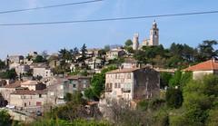 (alterna6969) Tags: voyage france nature vacances village pierre south ciel provence nuage  maison     vasion sud colline  perch   lubron hauteprovence
