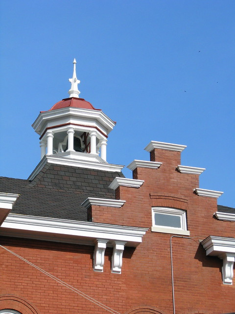Trousdale Co. Courthouse top detail
