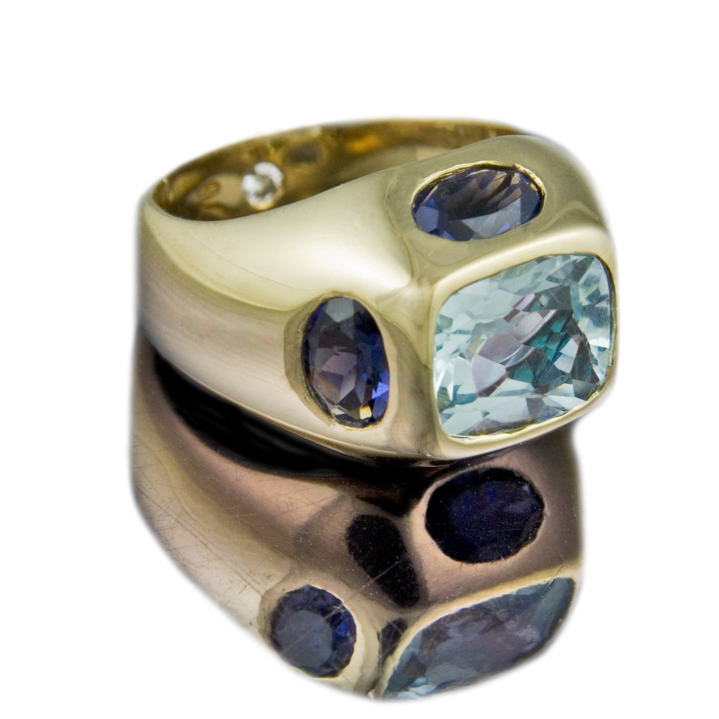 18ct yellow gold 'Compass' ring with Aquamarine and Iolite