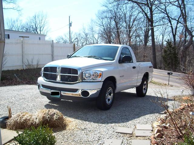 white dodge ram 2008 1500 sxt