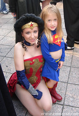 Wonderwoman and Supergirl ready to fight crime! (A_Riddle) Tags: atlanta cosplay wonderwoman supergirl superheroes marvel 2008 dragoncon riddle amazonia costumers lafiel dragoncon2008