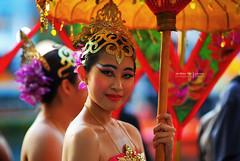 central | maiden (andrewtansj) Tags: dance nikon singapore f14 central 85mm d200 drama singapura clarkequay maidens legenda platinumphoto sungnilautama
