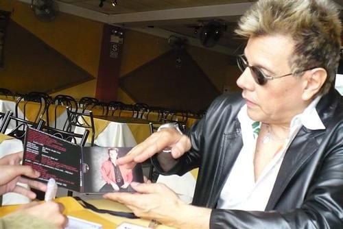 Willy mostrandonos su Disco
