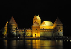 Trakai castle, Lithuania. (limajulija) Tags: light lake reflection castle history night capital duke hm lithuania trakai lietuva otw middle galve aplusphoto janaleo mycameraneverlies overtheexcellence flickrestrellas beautyunnotice yourcountry ages 100commentgroup picturethoughts limajulija crepuscolosunsetssunrisesnights flickrsmasterpieces internationalflickrawards worldwidetravelogue hairigitselite