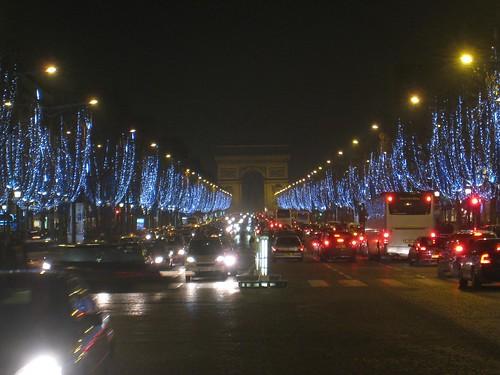 Champs de 'Elysees at night