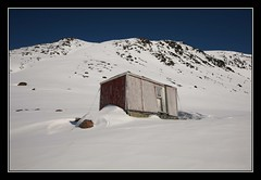 Hut (Kiddi Einars) Tags: house snow cold hut greenland grnland icecold grnland