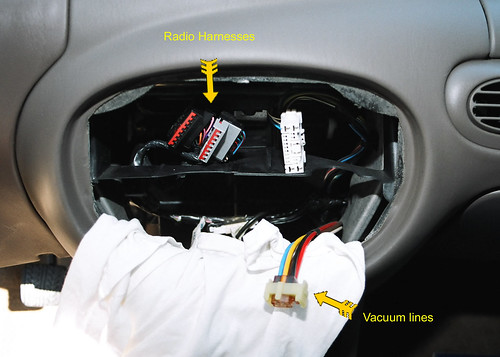 2614502428_b04164e936 3rd gen aftermarket radio install ford escort owners 1998 ford escort wiring diagram at pacquiaovsvargaslive.co