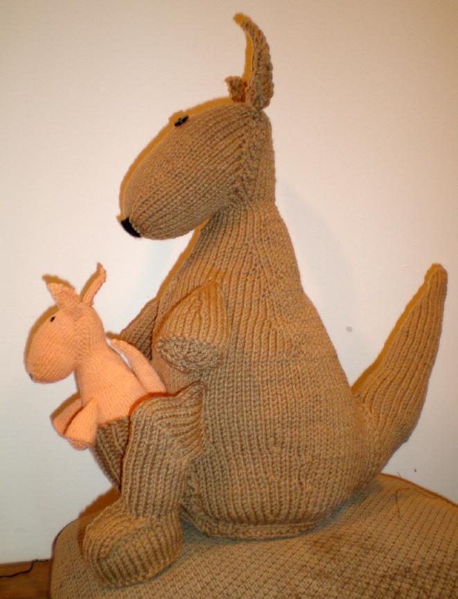 Kangaroo Knitting Pattern : Kangaroo Free Knitting Pattern from the Animals Free Knitting Patterns Catego...