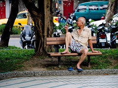 et puis, je fume (monsieurpotts) Tags: park old classic afternoon taiwan streetphotography oldman smoking taipei     arvo guting   nanchangpark