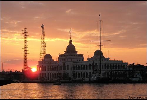 Suez Kanal Authority .