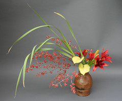 Ikebana-Nagiere with Berries and lillies