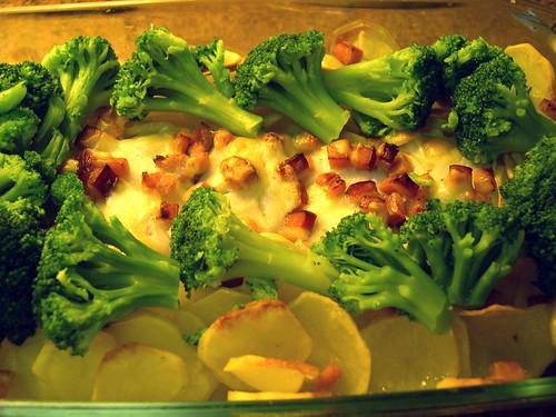 Medalhões de pescada no forno com queijo e bacon