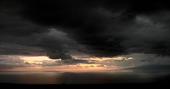 ****** (susyyyy) Tags: light sunset wild sky naturaleza nature water agua energy tramonto nuvole mare colours colore violet natura canarias cielo nubes tenerife otoo nublado acqua viola autunno colori riflessi canaryislands isla burrasca notte luce nube violeta oceano isola energia atlantico puestadelsol sensazioni emozioni nubi lagomera canarie bl oceanoatlantico guiadeisora piedrahincada nubarrn