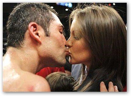 Millie Corretjer Kisses Oscar De La Hoya