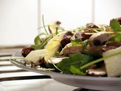 Salat af rucola, portobello, parmesan og ristede kammuslinger