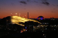 Hammarbybacken (*Kicki*) Tags: winter light sky ski colour home night vinter december cityscape view minolta sweden stockholm schweden himmel cc creativecommons dynax7d 7d konica sverige dynax 2008 utsikt natt suede frg globen hemma konicaminolta ljus sickla nacka hammarbybacken kicki konicaminoltadynax7d finntorp svenskaamatrfotografer kh67