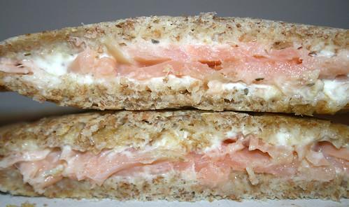 Smokes salmon cream cheese sandwich / Räucherlachs-Kräuterfrischkäse-Sandwich