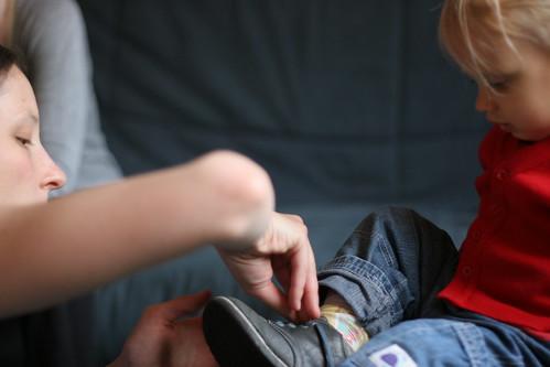 Tu m'aides à enlever ma chaussure ?, photo par Lauranne