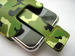 Met het lipje kun je de iPhone makkelijk uit de case halen.