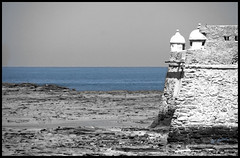 Waiting for the sea to come (JC Juan Carlos) Tags: sea españa mar seaside spain mare andalucia fortaleza cadiz andalusia fortress sansebastian castillo spagna orilla fortezza butron cadice aplusphoto