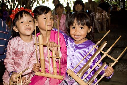 印尼 快樂村(SAUNG UDJO) 甘美朗(Angklung)合奏的孩子