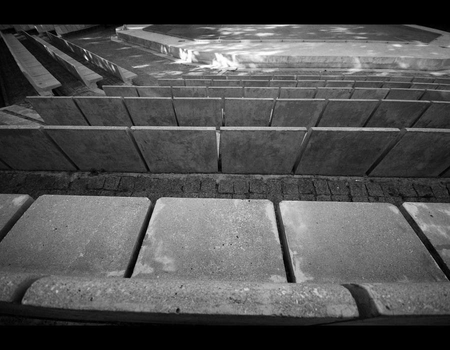 Bancos de Pedra do Anfiteatro da Gulbenkian