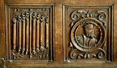 Osnabrck, Rathaus, Friedenssaal, bench, detail (groenling) Tags: wood man face bench gesicht panel mask cityhall seat bank carving medallion mann rathaus holz osnabrck maske wainscotting linenfold friedenssaal faltwerk tfelung