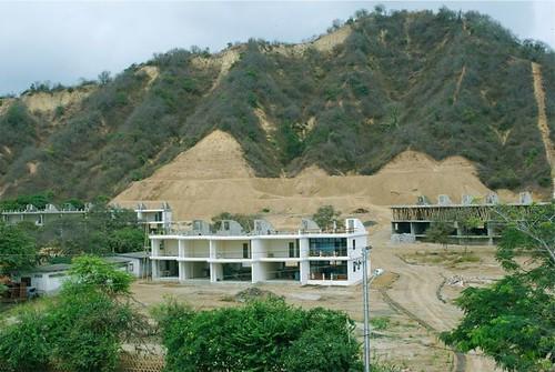 multi-currency-condo-construction