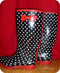 No resisti! (Maria_Flor) Tags: polkadots wellingtonboots wellies galochas