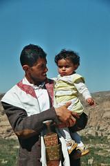 Proud Daddy (Mishu Mathu) Tags: yemen jemen wadidahr