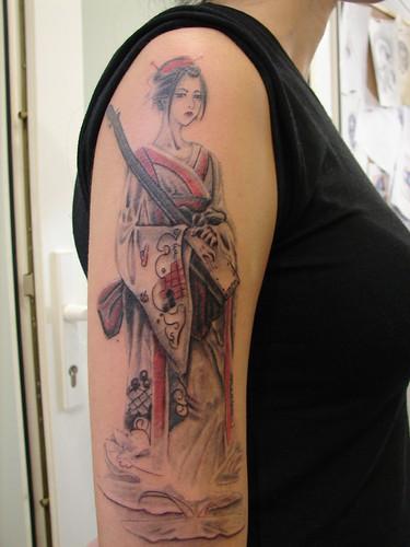 Geisha Tattoo Gey a D vmesi