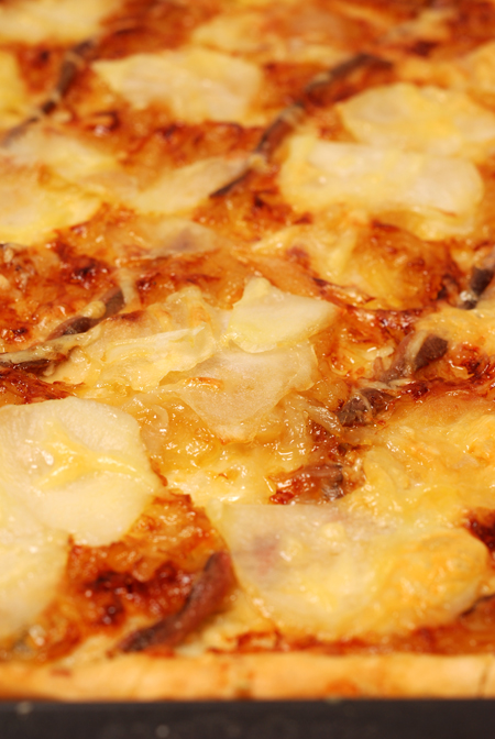 pizza with caramelised onion, potato and anchovy© by Haalo
