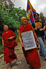 Himalya - Mac Leod Gang (Cyril.Drouot) Tags: india photo mac religion gang picture free tibet himalaya ti cyril manifestation inde reportage boudhisme drouot leod boudhiste reporte