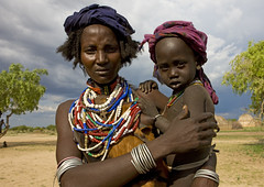 Arbore mother and child Ethiopia (Eric Lafforgue) Tags: africa kid child artistic african mother ornament bodypainting ethiopia rite tribo indigenous adornment pigments indigenouspeople tribu omo eastafrica thiopien etiopia ethiopie etiopa arbore 4126 tribalgirl lafforgue  indegenous etiopija ethiopi  erbore etiopien etipia  etiyopya  nomadicpeople   arboretribe tribalgirls       bienvenuedansmatribu peoplesoftheomovalley