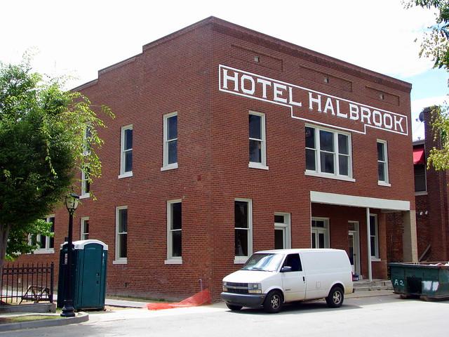 Hotel Halbrook (2008)